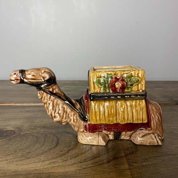 Other - Vintage ceramic camel planter